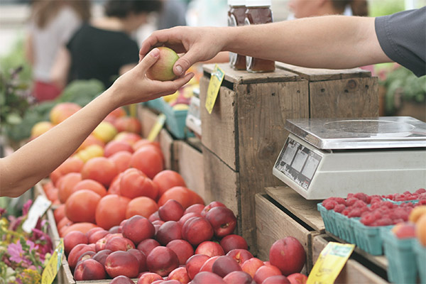Buying fruit at a farmer's market